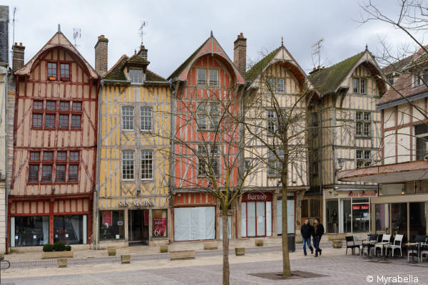 Liste des magasins commerces et administrations troyes for Babou troyes horaires